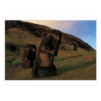 Cartão Postal Estátuas Rapa Nui de Maoi (Ilha de Páscoa).