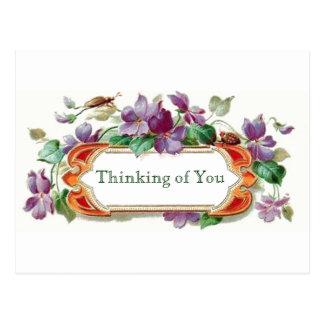 Cartão Postal Estilo retro que pensa de você violetas florais do