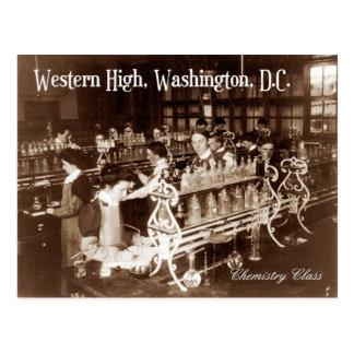 Cartão Postal Estudantes na classe de química (vintage)