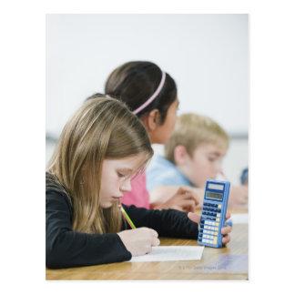 Cartão Postal Estudantes que fazem o trabalho da matemática na