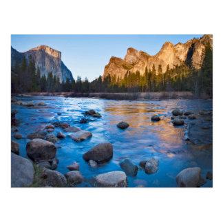 Cartão Postal EUA, Califórnia. Reflexões rochosas em Merced