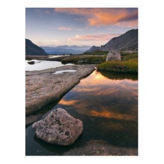 Cartão Postal EUA, Colorado, montanha rochosa NP.  Nascer do sol