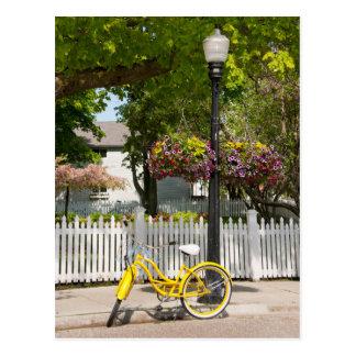 Cartão Postal EUA, Michigan, ilha de Mackinac. Bicicleta amarela