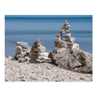 Cartão Postal EUA, Michigan. Torres de pedra na praia