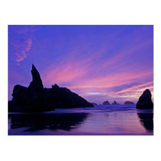 Cartão Postal EUA, Oregon, praia de Bandon. Silhueta do mar