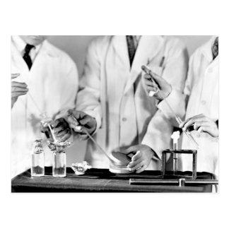 Cartão Postal Exame da água para as bactérias