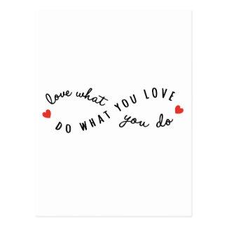 Cartão Postal faça o que você amam, arte inspirada da palavra