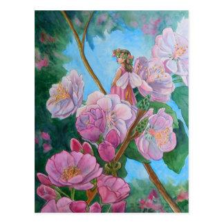 Cartão Postal Fada entre as flores de cerejeira