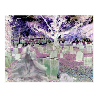 Cartão Postal Fantasma no cemitério