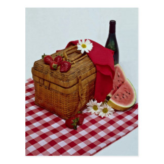 Cartão Postal Fatias da cesta e da melancia do piquenique
