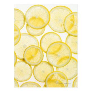 Cartão Postal Fatias do limão arranjadas no teste padrão backlit