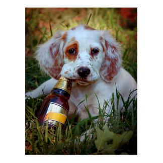 Cartão Postal Filhote de cachorro com garrafa de cerveja