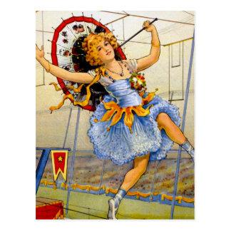 Cartão Postal Fio alto de executor de circo das mulheres do