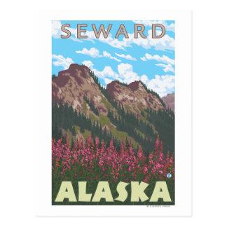 Cartão Postal Fireweed & montanhas - Seward, Alaska