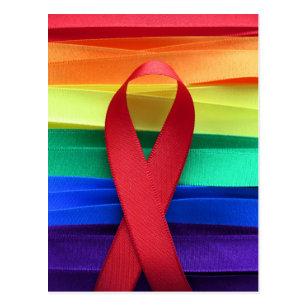 Cartão Postal Fita vermelha da consciência do AIDS na bandeira