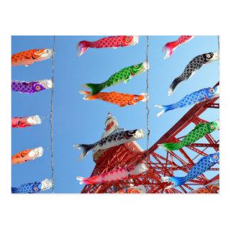 Cartão Postal Flâmulas da carpa (Koinobori) na torre de Tokyo