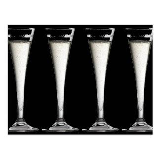 Cartão Postal Flautas preto e branco do vidro de Champagne