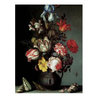 Cartão Postal Flores em um vaso com escudos e insetos