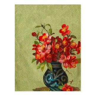 Cartão Postal Flores vermelhas de papel do vintage no vaso azul