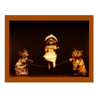 Cartão Postal Foto de salto da arte da boneca da corda dos
