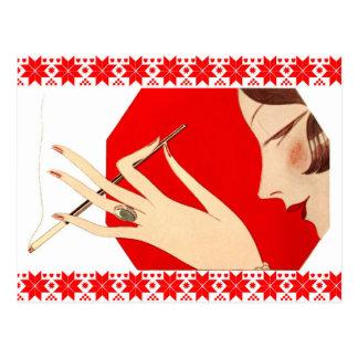 Cartão Postal Fumo da mulher elegante