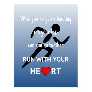 Cartão Postal Funcione com seus esportes inspiradores do coração