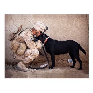 Cartão Postal Fuzileiro naval e seu cão
