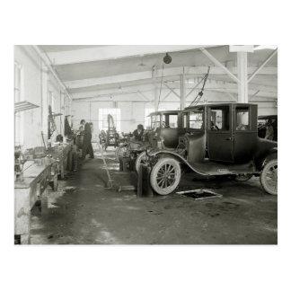Cartão Postal Garagem do reparo do carro antigo, 1900s