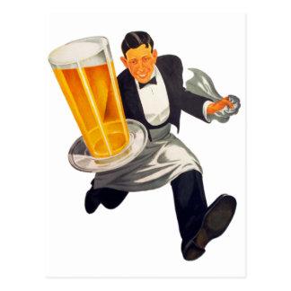 Cartão Postal Garçom retro da cerveja do vintage que serve o