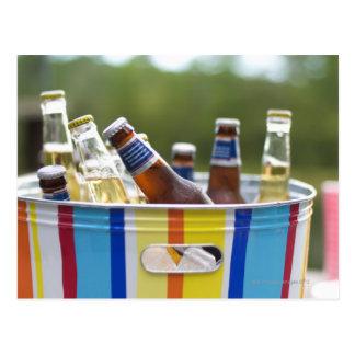 Cartão Postal Garrafas da cerveja no balde de gelo