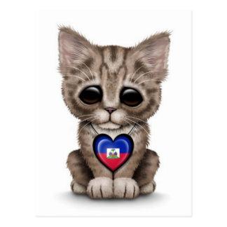 Cartão Postal Gato bonito do gatinho com o coração haitiano da