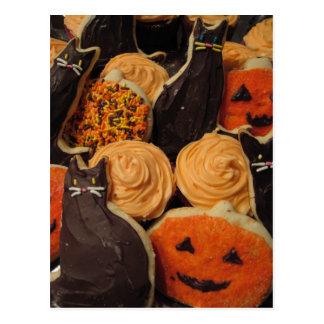 Cartão Postal Gatos e abóboras dos biscoitos do Dia das Bruxas