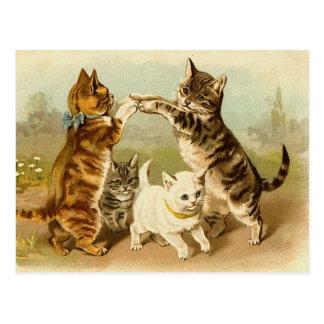 Cartão Postal Gatos que jogam a ilustração do vintage