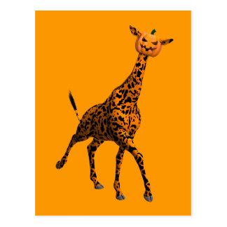 Cartão Postal Girafa alaranjado com cabeça da abóbora