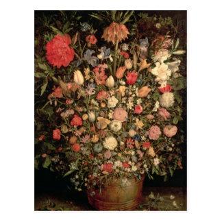 Cartão Postal Grande buquê das flores em uma cuba de madeira