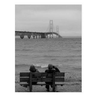 Cartão Postal Grayscale da ponte de Mackinac da visão