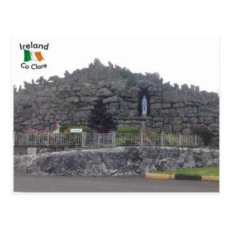 Cartão Postal Gruta na vila de Corofin, Co. Clare, Ireland