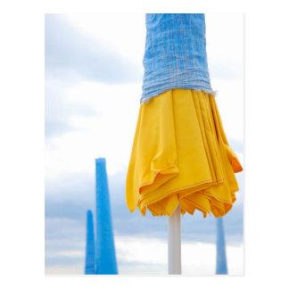 Cartão Postal Guarda-chuva amarelo