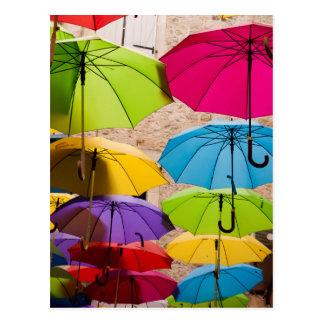 Cartão Postal Guarda-chuvas coloridos
