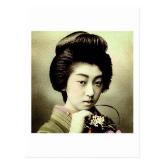 Cartão Postal Gueixa japonesa bonita do vintage que levanta