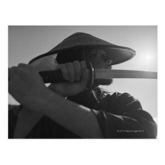 Cartão Postal Guerreiro do samurai que guardara uma espada 2