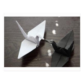 Cartão Postal guindastes românticos do origami