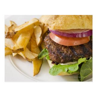 Cartão Postal Hamburger e batatas fritas