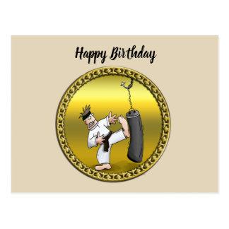 Cartão Postal Homem do karaté do cinturão negro que retrocede um