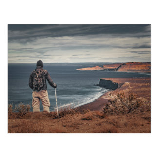 Cartão Postal Homem em elevações que contempla a paisagem