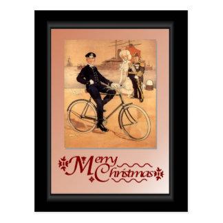Cartão Postal Homem naval em uma bicicleta