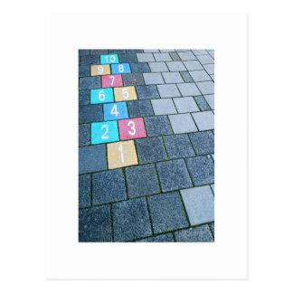 Cartão Postal Hopscotch holandês da arte da rua do tijolo da