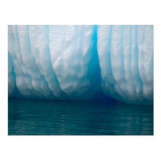 Cartão Postal Iceberg da visão no azul no canal de Errera