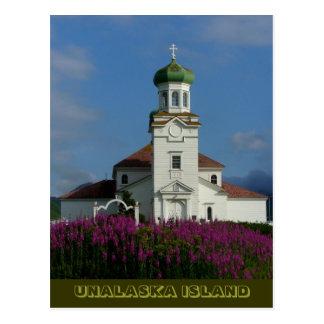 Cartão Postal Igreja ortodoxo russo no verão com Fireweed