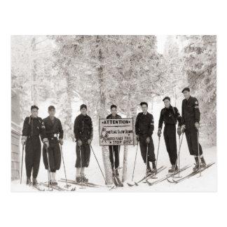 Cartão Postal Imagem do esqui do vintage, foto do grupo